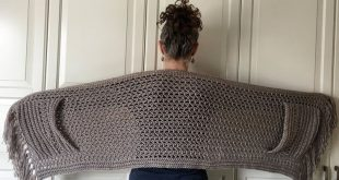 EASY Womens Scarf Pattern, Crochet Wrap Pattern Easy, Boho Crochet Shawl with Pockets and Fringe, Shawl Pattern, Crochet for Women, PDF, DIY